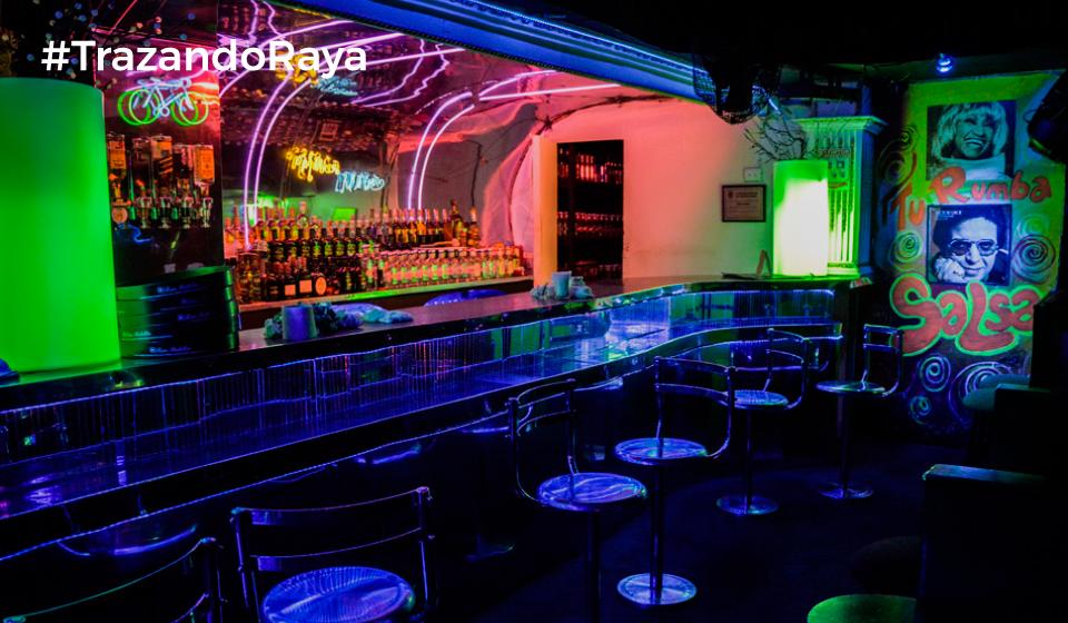 """Una discoteca camaleónica donde puede ir a """"sollarse"""" una salsa, bailar cumbia o bachata, o simplemente, pegarse una """"señora fiesta"""" electrónica o alternativa con música en vivo. Rumba de todo para todos."""