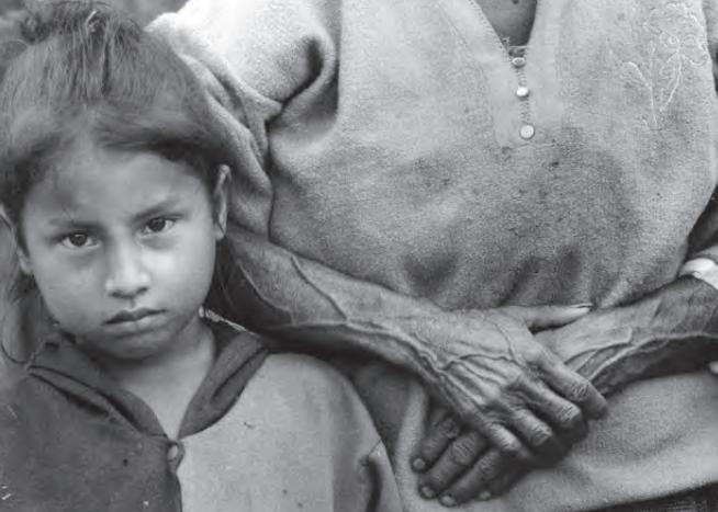 En Peque, Antioquia, la población ha sufrido los impactos de una guerra que ha sabido transformarse a lo largo de la historia. Fotografía: Jesús Abad Colorado © 2001.