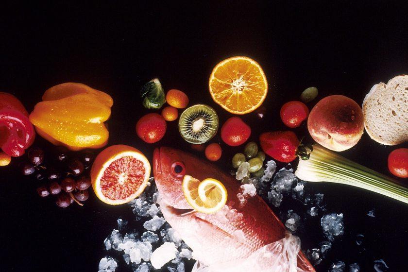 Pescado, citricos y verduras ricos en ácidos grasos insaturados, y oligoelementos