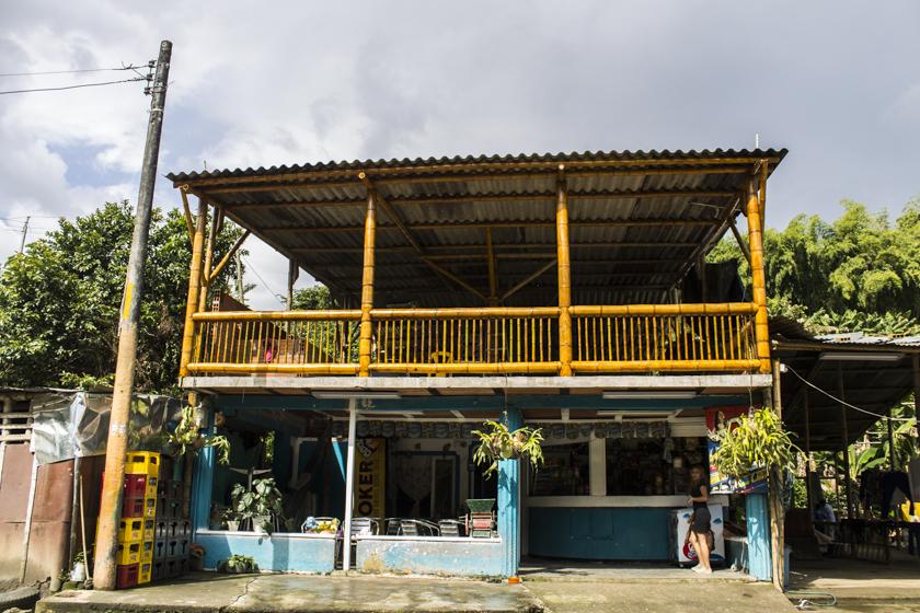 Tiendas y negocios a la entrada de Betulia. Fotografía Diego Val