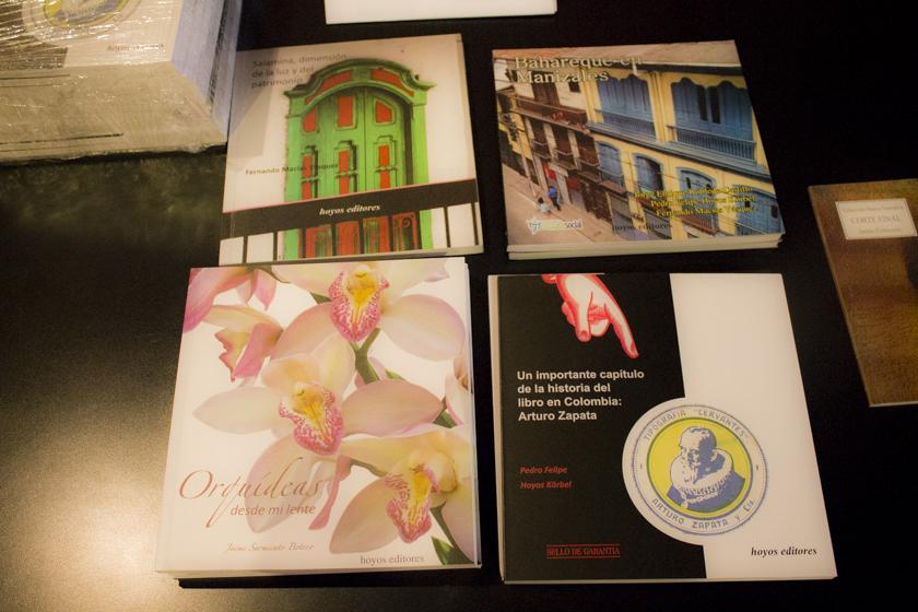Algunos de los libros publicados por Hoyos Editores en Manizales.